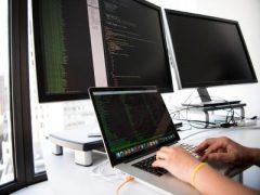 Du học Anh quốc ngành Khoa học Máy tính và Công nghệ Thông tin nên chọn học trường nào?