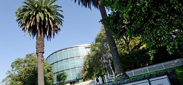 Đại học Auckland.