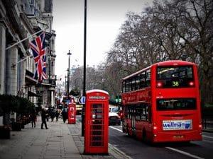 Nên Học Đại Học Hay Đi Tập Sự Tại Anh? 37